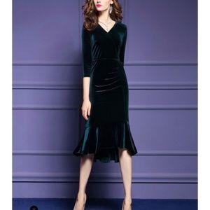 Metisu Green Velvet 3/4 Length Dress